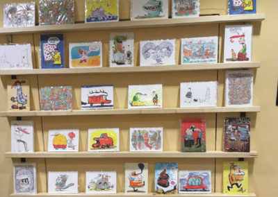 Kartenregal in der Galerie