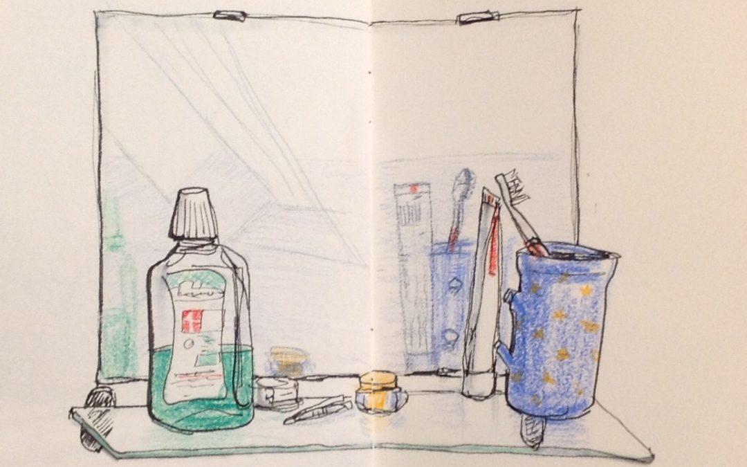 Im Spiegel: Badezimmerkram